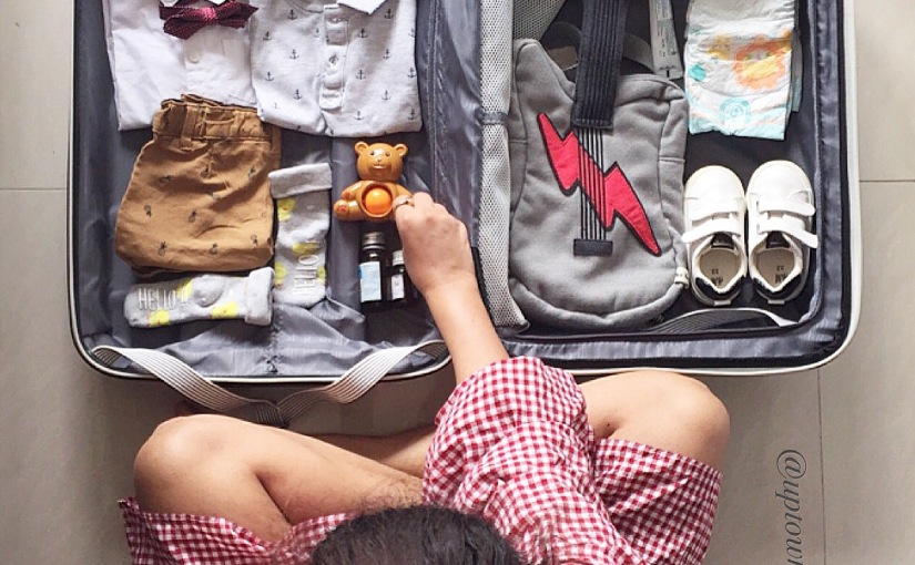 Travelling with a toddler: Checklist &tips